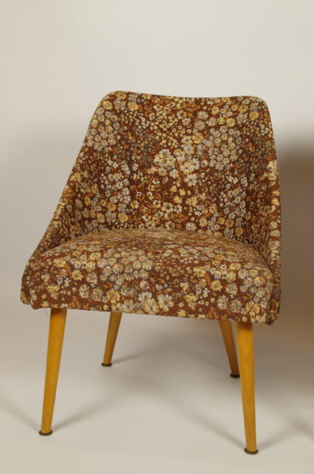 Vintage gebloemde stoeltjes bruin