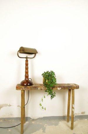 Vintage bankierslamp met houten voet