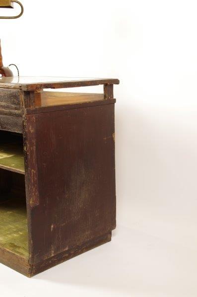 Oude houten antieke toonbank, vitrinekast