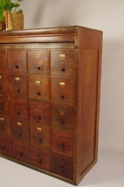 Antiek oude houten archief ladekast