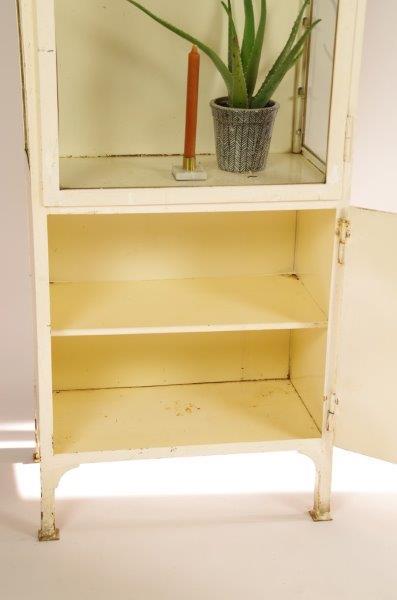 Vintage oude stalen apothekerskast, dokterskast