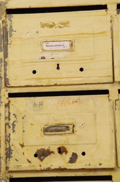 Oude industriële stalen brievenbus