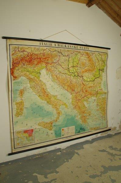 Vintage oude schoolkaart van Italië en de Balkan