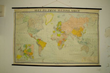 Vintage oude schoolkaart van de wereld