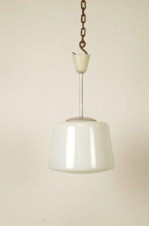 Vintage hanglamp van melkglas | melkglazen schoollamp