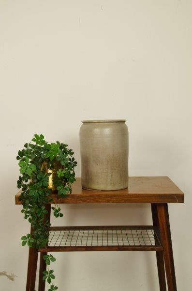 Oude grijze gres pot | Bloempot