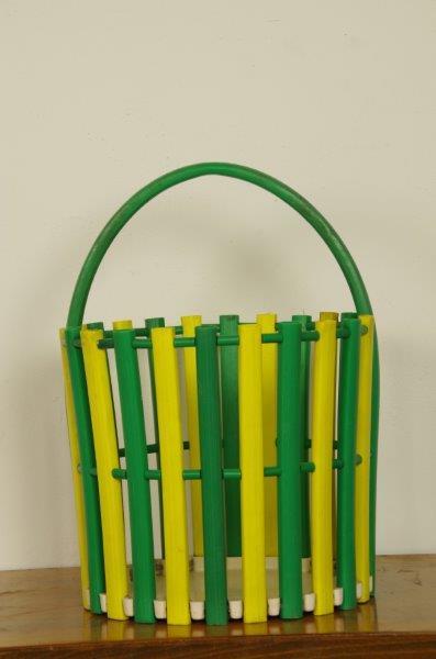 Vintage mandje van kunststof in het groen en geel