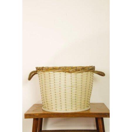 Vintage witte kunststof mand met riet en touw
