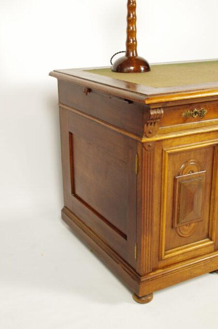 Antiek houten bureau, notaris bureau