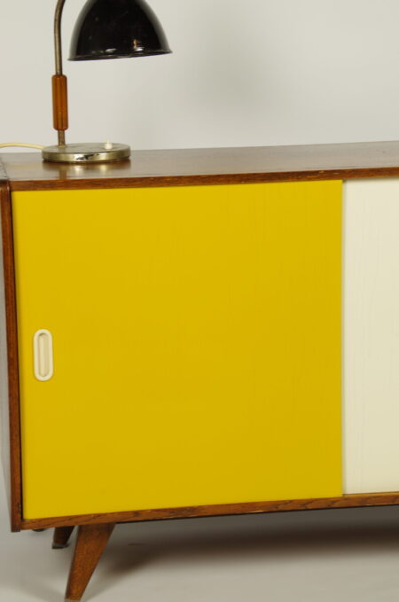 Vintage design fineer kast Jiri Jiroutek okergeel wit, sideboard