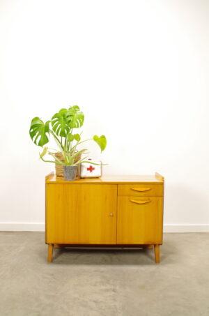 Vintage fineer kast Tatra, dressoir, lowboard, sideboard.