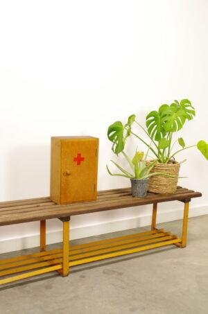 Vintage oud houten EHBO kastje, medicijnkastje, verbandkastje