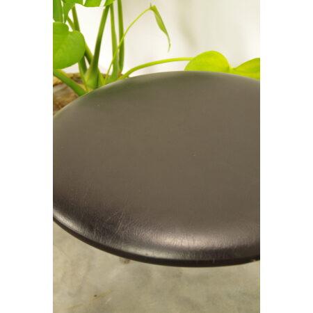Vintage kruk zwart met chromen poten,1
