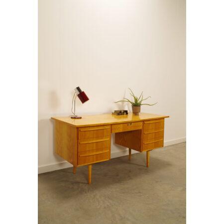 Vintage fineer bureau met lades met grepen