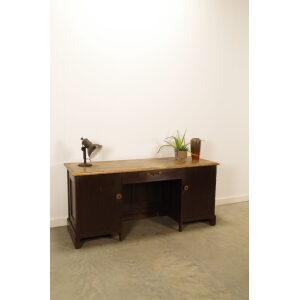 Antiek houten bureau met stoer blad en lade, vintage bureau