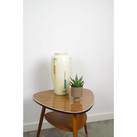 Vintage hoge lichtgele porseleinen vaas