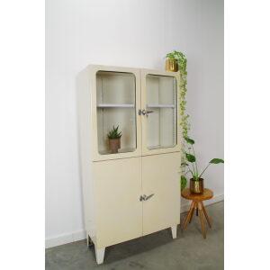 Vintage oude stalen industriele apothekerskast, dokterskast, vitrinekast